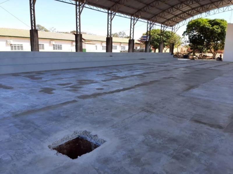 Reforma da Quadra Poliesportiva da Escola Municipal padre Nazareno Lanciotti em parceria com Deputada.