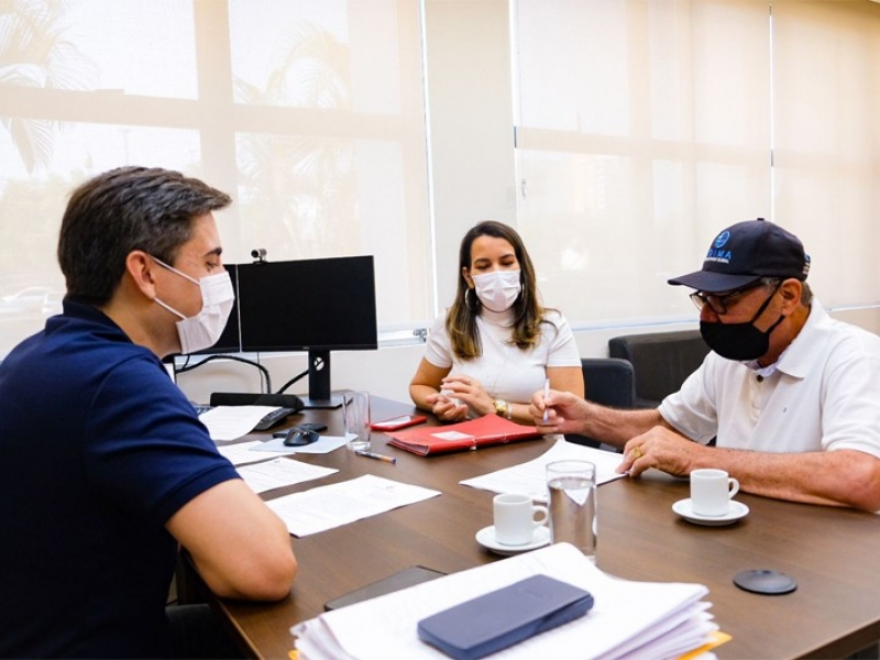 Prefeitura de Vale de São Domingos assina convênio para aquisição de uma caminhonete.